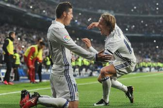 James <b style='background-color:Yellow'>Rodriguez</b> ruc sang, Real Madrid tung bung chao nam 2017