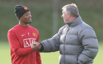 Patrice Evra danh tieng muon tro lai Old Trafford
