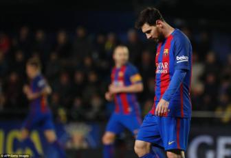 <b style='background-color:Yellow'>Lionel Messi</b> lap cong muon, Barcelona thoat thua tren san Villarreal
