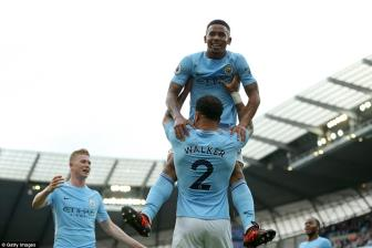 <b style='background-color:Yellow'>Man City</b> 7-2 Stoke City: Day cach tan cong