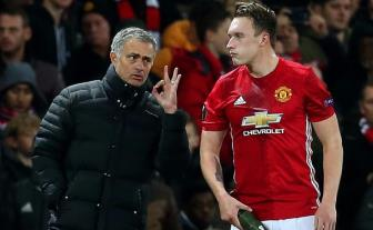 Thi dau an tuong, <b style='background-color:Yellow'>Phil Jones</b> sap duoc Jose Mourinho thuong lon