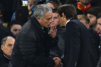 <b style='background-color:Yellow'>Conte</b>, hay can than vet xe do cua Mourinho
