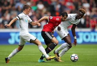 01h45 ngay 25/10, Swansea vs Man United: Kho cung phai chien