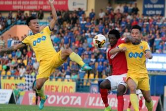 HLV <b style='background-color:Yellow'>Phan Thanh Hung</b> noi gi ve cuoc dua vo dich V.League 2017?
