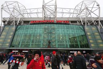 <b style='background-color:Yellow'>MU</b> co hanh dong chong lai dan phe ve cho den o Old Trafford
