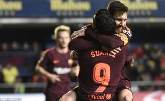 <b style='background-color:Yellow'>Lionel Messi</b> toa sang giup Barca vuot ai Villarreal