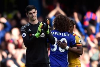 Real muon co Courtois, Chelsea san sang ban