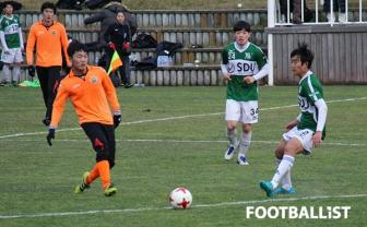 <b style='background-color:Yellow'>Xuan Truong</b> tiet lo ly do chon ao so 28 tai Gangwon FC