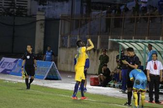 <b style='background-color:Yellow'>FLC Thanh Hoa</b> gay suc ep, Pape Omar duoc giam an phat