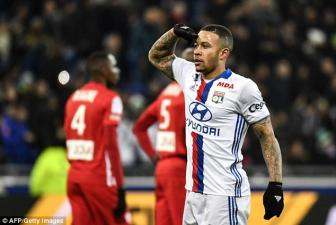 Memphis <b style='background-color:Yellow'>Depay</b> co ban dau tien, Lyon dai thang Nancy