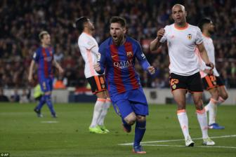 Lionel Messi va nguoi cu <b style='background-color:Yellow'>Andre Gomes</b> lap cong, Barca nguoc dong danh bai Valencia
