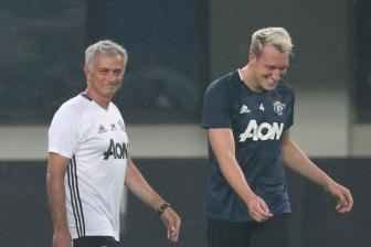 <b style='background-color:Yellow'>Phil Jones</b> chan thuong, Jose Mourinho mung tham