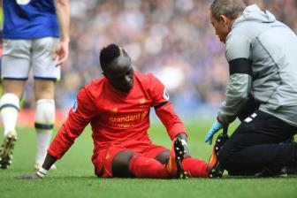 <b style='background-color:Yellow'>Liverpool</b> don tin cuc soc, Sadio Mane co nguy co nghi het mua