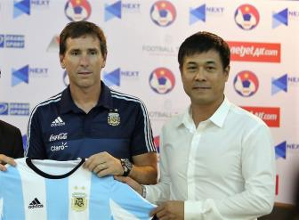 <b style='background-color:Yellow'>Cong Phuong</b> duoc HLV U20 Argentina khen ngoi