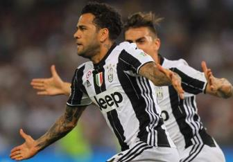 <b style='background-color:Yellow'>Dani Alves</b> con cach Man City dung 1 buoc chan