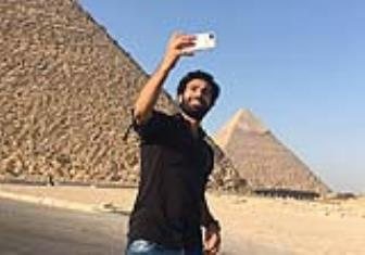 <b style='background-color:Yellow'>Mohamed Salah</b> toi Liverpool kiem tra y te