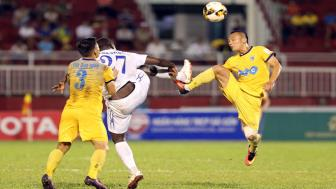Truc tiep TPHCM vs SLNA vong 16 <b style='background-color:Yellow'>Toyota V.League 2017</b>