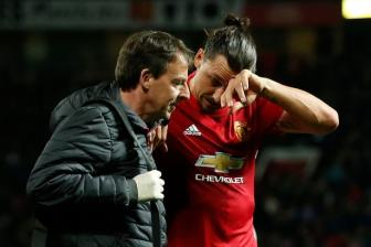 <b style='background-color:Yellow'>Man United</b> khong con thiet tha, Ibrahimovic se ra di trong he nay