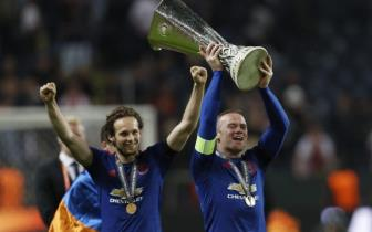 Wayne Rooney xau ho vi nang cup Europa League va League Cup