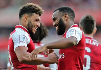 Lacazette lap cong, Arsenal vo dich theo phong cach chi co o <b style='background-color:Yellow'>Emirates Cup</b>