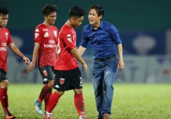 <b style='background-color:Yellow'>Truc tiep</b> Long An vs Quang Nam FC vong 17 V.League 2017