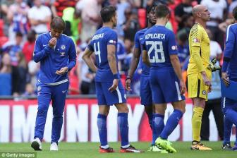 <b style='background-color:Yellow'>Chelsea</b> thua Arsenal, Frank Lampard chi trich Conte ban Matic cho MU