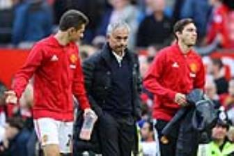 <b style='background-color:Yellow'>Mourinho</b> tiet lo ly do khong su dung Herrera tai Champions League