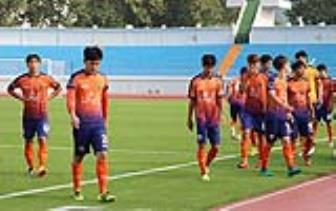 Xuan Truong doi mat tuong lai bat on tai Gangwon FC