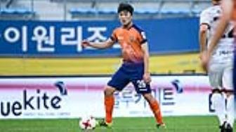 Xuan Truong kien tao, Gangwon FC ha guc Incheon United