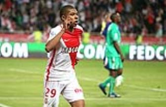 <b style='background-color:Yellow'>Kylian Mbappe</b> so huu so ao quen thuoc tai PSG