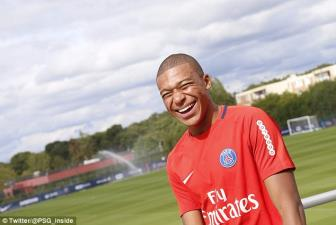 <b style='background-color:Yellow'>Kylian Mbappe</b> tuoi roi trong buoi tap dau tien cung PSG