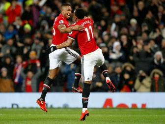 Man Utd 3-0 Stoke City: Ngay doi truong tro lai