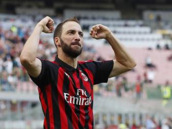 <b style='background-color:Yellow'>Higuain</b> chi trich Juventus 'vat chanh bo vo'