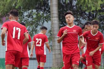 <b style='background-color:Yellow'>U19 Viet Nam</b> huy tap truoc tran song con voi Australia