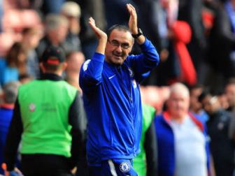 <b style='background-color:Yellow'>Chelsea</b> ghi ban theo phong cach la, Sarri thich thu