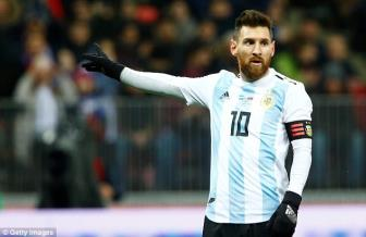 <b style='background-color:Yellow'>Messi</b> tiet lo giac mo chay bong