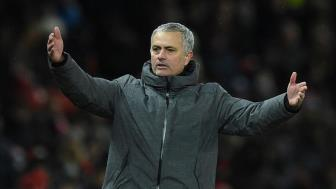 Man United van hai long voi Mourinho