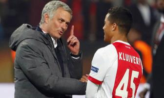 <b style='background-color:Yellow'>Mourinho</b> quyet dua Justin Kluivert ve Man United