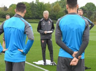 <b style='background-color:Yellow'>Wenger</b> day dut vi 2 tiec nuoi lon nhat o Arsenal
