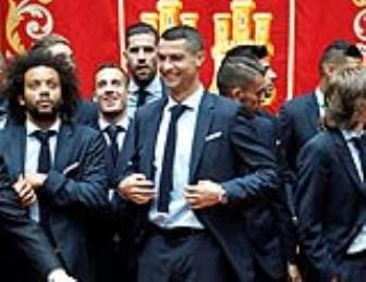 <b style='background-color:Yellow'>CR7</b> xuong toc du le mung cong cua Real Madrid