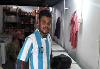 <b style='background-color:Yellow'>Argentina</b> tham bai, fan cuong Messi nhay song tu tu