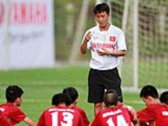 """Sai Gon FC chi dinh con trai HLV <b style='background-color:Yellow'>Nguyen Thanh Vinh</b> ngoi """"ghe nong"""""""