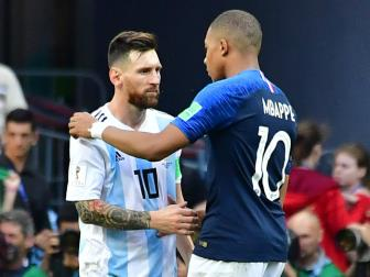 <b style='background-color:Yellow'>Mbappe</b> tien Messi ve nuoc: Sao doi ngoi