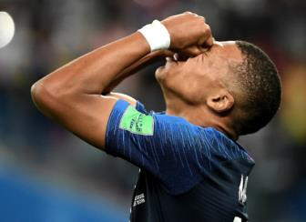 <b style='background-color:Yellow'>Kylian Mbappe</b> khong quan tam den QBV chi muon vo dich World Cup