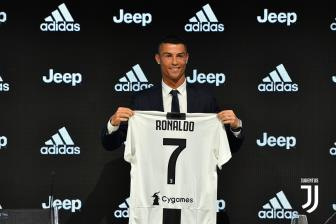 <b style='background-color:Yellow'>Ronaldo</b> lan dau len tieng, giai thich ly do ve Juve