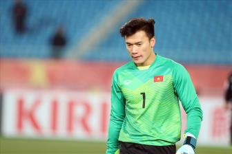 <b style='background-color:Yellow'>WORLD CUP 2018</b>: Bui Tien Dung duoc vinh du sang Nga trao giai