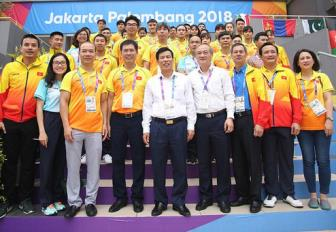 <b style='background-color:Yellow'>Bo truong Nguyen Ngoc Thien</b> den tham lang VDV tai ASIAD 2018