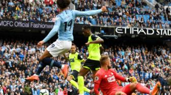 <b style='background-color:Yellow'>Man City</b> 6-1 Huddersfield: Suc manh khung khiep