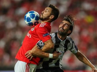 <b style='background-color:Yellow'>Play-off</b> Champions League 18/19: Benfica gay that vong