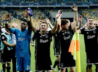 <b style='background-color:Yellow'>Play-off</b> Champions League: Ajax gianh ve vao vong bang